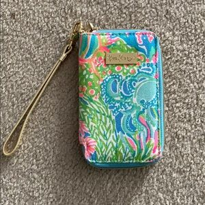 Super cute and fun Lily Pulitzer Wristlet